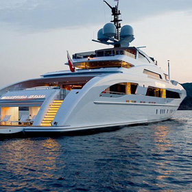 5mlkyachts dubai yacht broker charter a yacht dubai superyacht broker1 copy - Luxury Yacht Insurance service Superyachts insurance service
